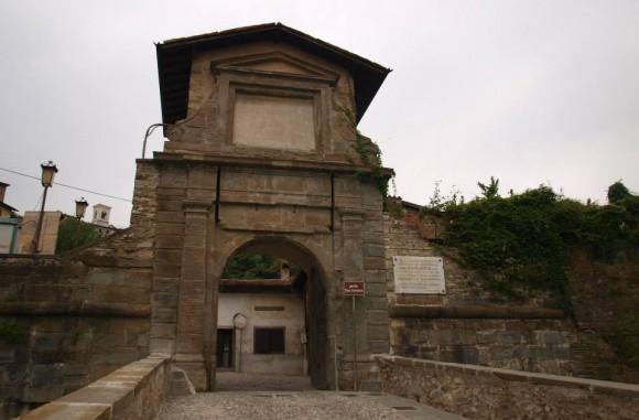 I Ciottoli del Territorio per l'ingresso di Porta di San Lorenzo di Bergamo Alta