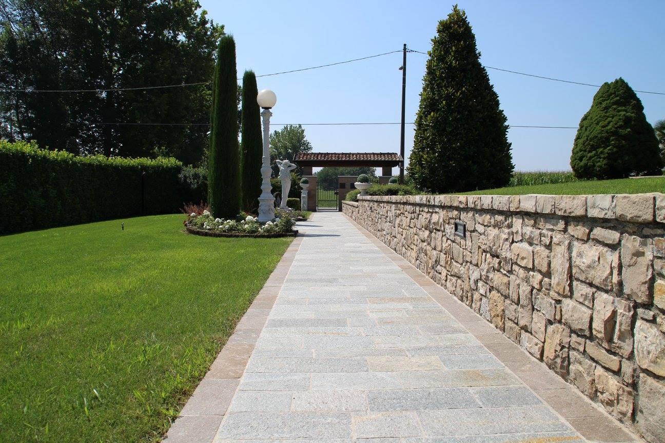 Pavimentazione esterni in luserna e porfido appia antica - Pavimentazione esterna casa di campagna ...